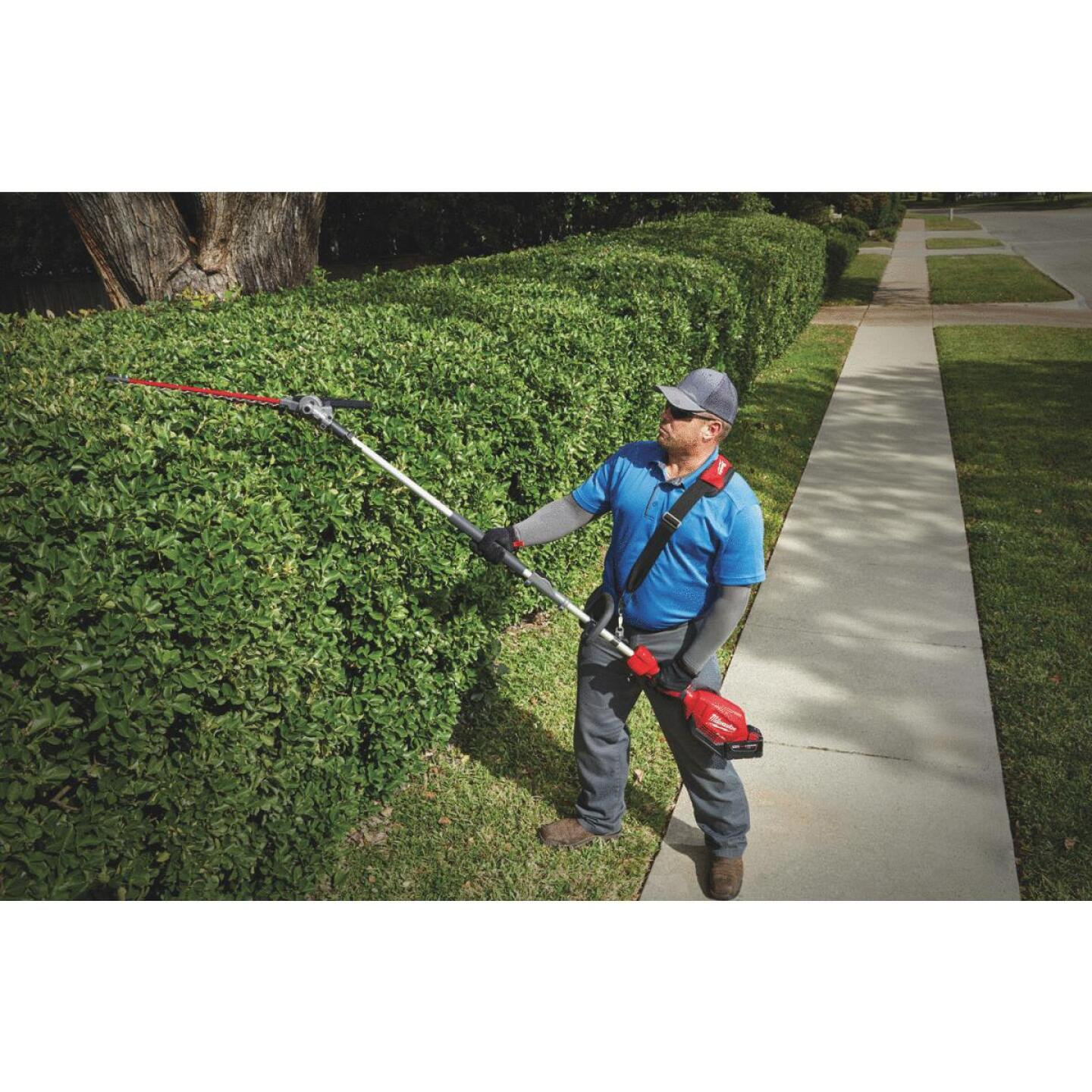 Milwaukee M18 FUEL 20 In. Hedge Trimmer Attachment Image 2