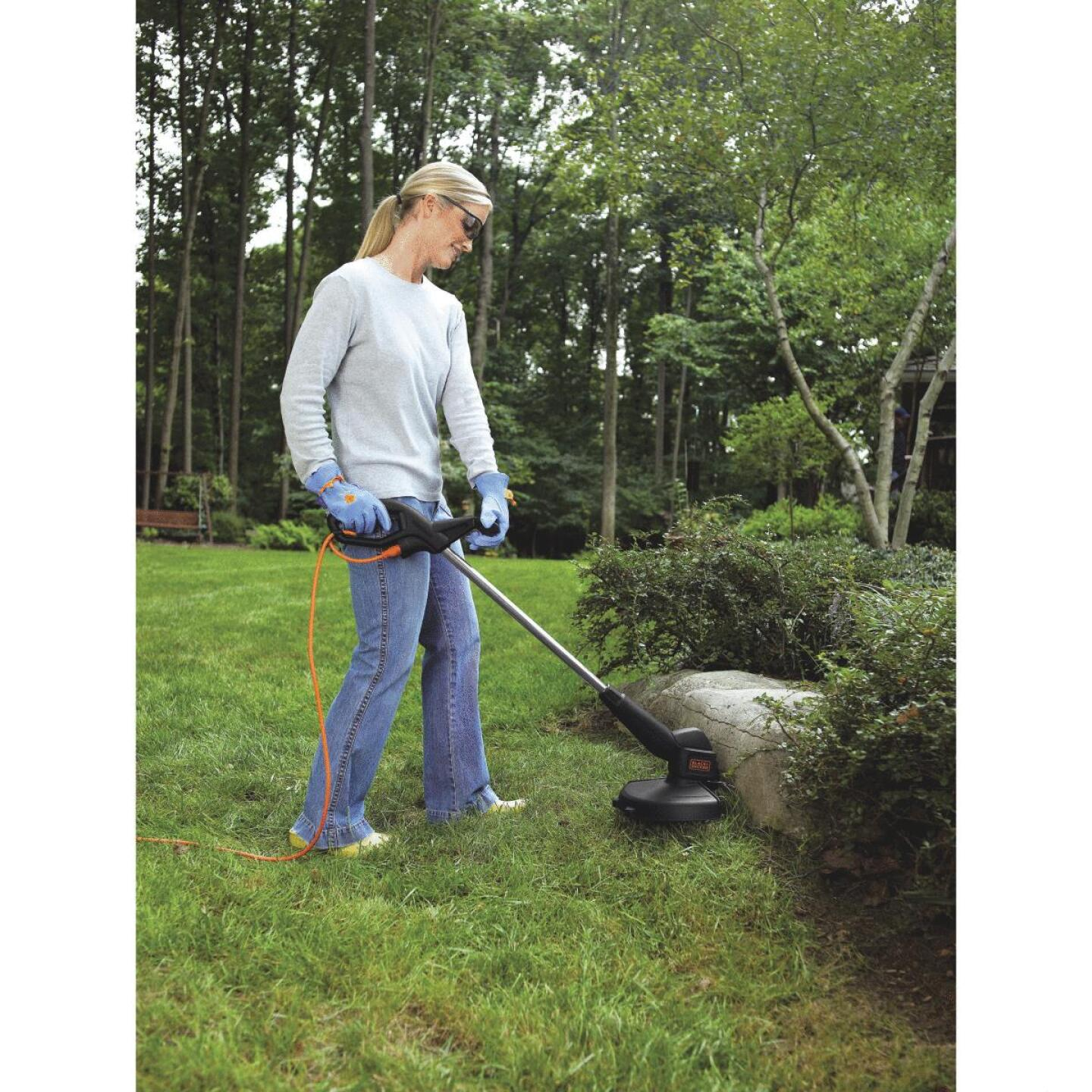 Black & Decker 12 In. 3.5-Amp Corded Electric String Trimmer Edger Image 2